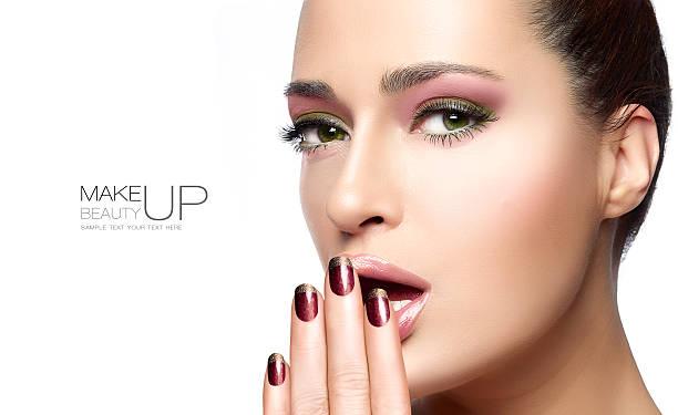 schönheit und hautpflege-konzept. template-design - herbst nagellack stock-fotos und bilder