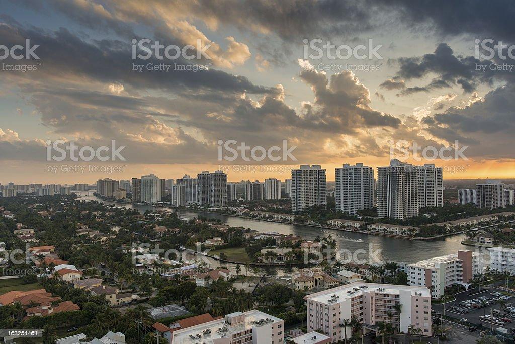 Schönheit und die Stadt – Foto