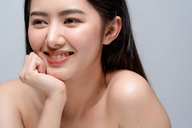 Schönheit asiatische attraktive weibliche nackte gesunde Gesichtshaut Porträt Halbkörper make up Hautkonzept – Foto