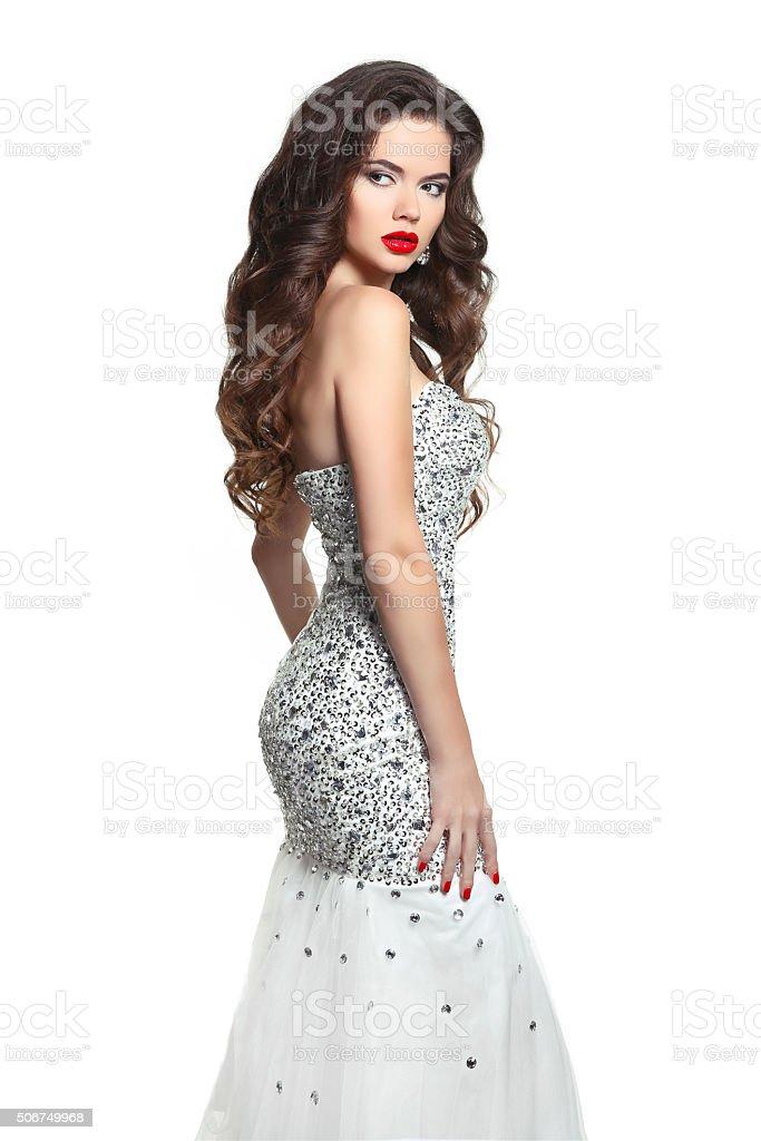 432856ce6dc Beauté femme en robe de mariée mariage. Cheveux longs et du maquillage.  Brunette photo