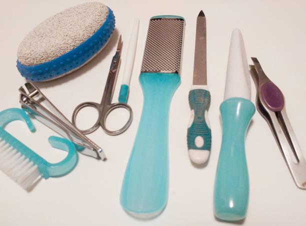 schönheit pflege pediküre instrumente, produkte, isoliert auf einem weißen hintergrund. - diy ordner stock-fotos und bilder