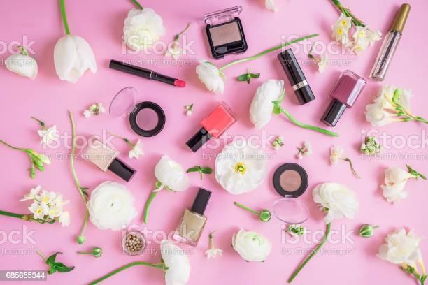 Beauty concept feminine desk with woman cosmetics and white flowers picture id685655344?b=1&k=6&m=685655344&s=612x612&h=69vl 9bhkdiqlxcjv0i5fsvvwrjikysf22wioiq03la=
