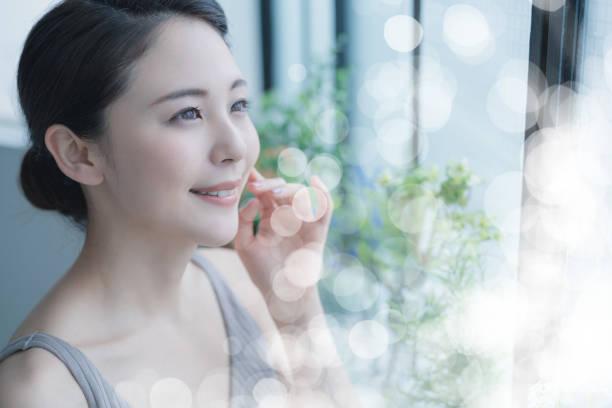 アジアの若い女性の美しさの概念。スキンケア。ボディケア。化粧 品。 - beauty and health ストックフォトと画像
