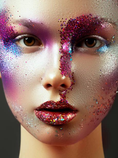 Beleza, cosméticos e maquiagem. Magia os olhos com maquiagem criativa brilhante - foto de acervo