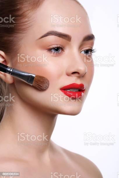 Beauty cosmetics finish makeup powder brush picture id668336334?b=1&k=6&m=668336334&s=612x612&h=ns57ab akja6zg6redczfw6r2xjqtjiyphgryy1fcvy=