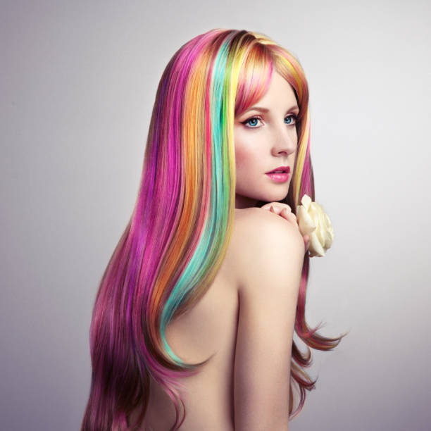schönheit mode model mädchen mit bunt gefärbten haaren - regenbogen make up stock-fotos und bilder