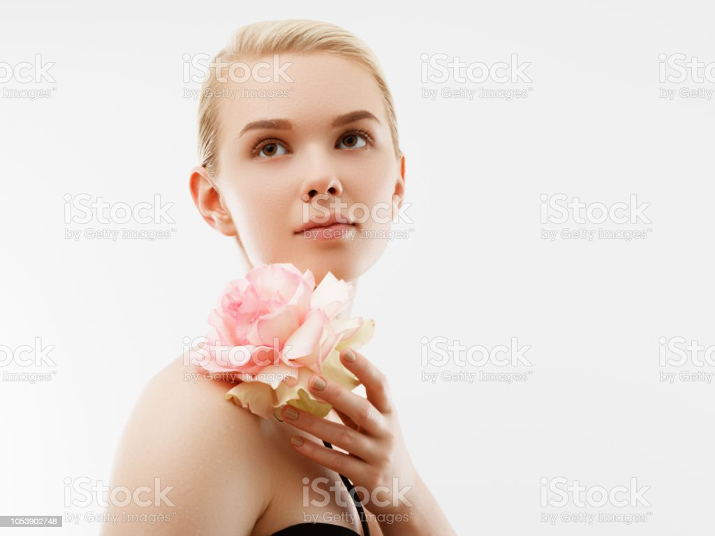 Beauty Fashion Portrait. Beautiful Woman with Makeup and Flowers. Inspiration of spring and summer. Perfume, cosmetics concept. St. Valentines Day background стоковое фото