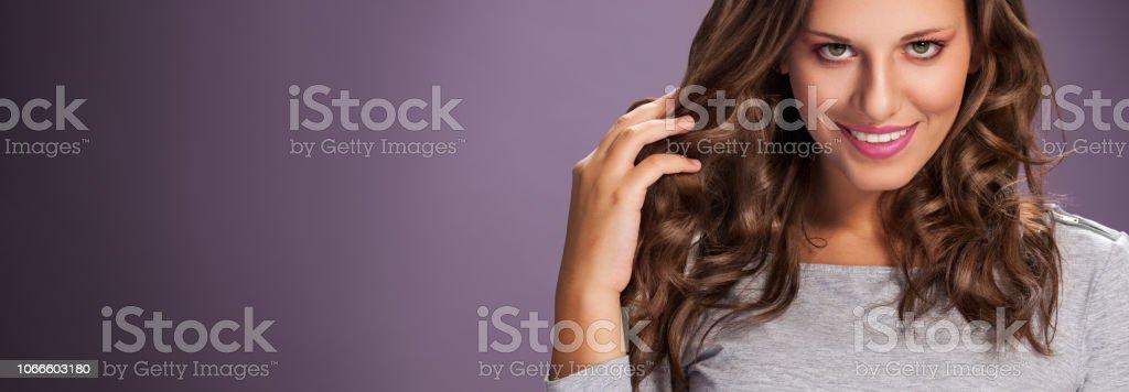 Beauty Mädchen Mit Lange Glänzende Haare Wellen Und Locken