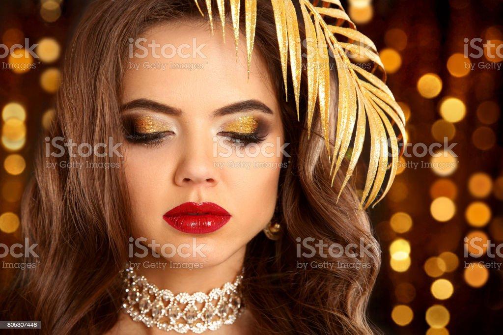 Schönheit Goldenen Augen Makeup Mode Brünette Porträt In Gold Sexy