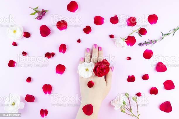 Beauty hands with makeup and flowers picture id1049898508?b=1&k=6&m=1049898508&s=612x612&h=cguz7ldjswekkpteg njdxu 8waryuqgl3gtoi1rcu4=