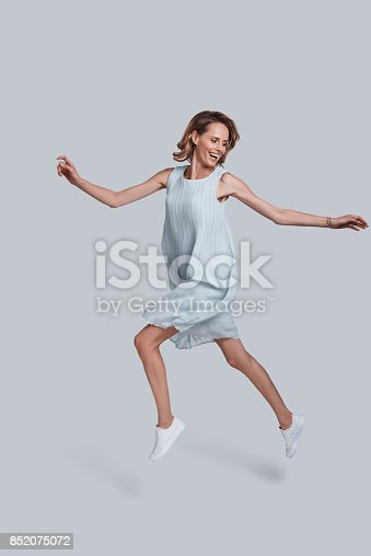 istock Beauty in the mid-air. 852075072