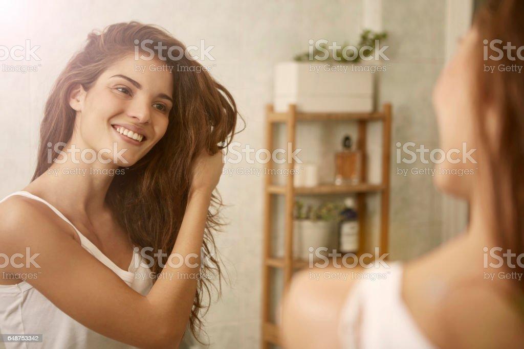 Schönheit im Spiegel Lizenzfreies stock-foto