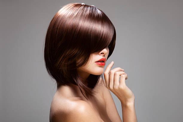 schönheit-modell mit perfekten lange glänzend braunes haar. - kurzhaarfrisuren mit pony stock-fotos und bilder