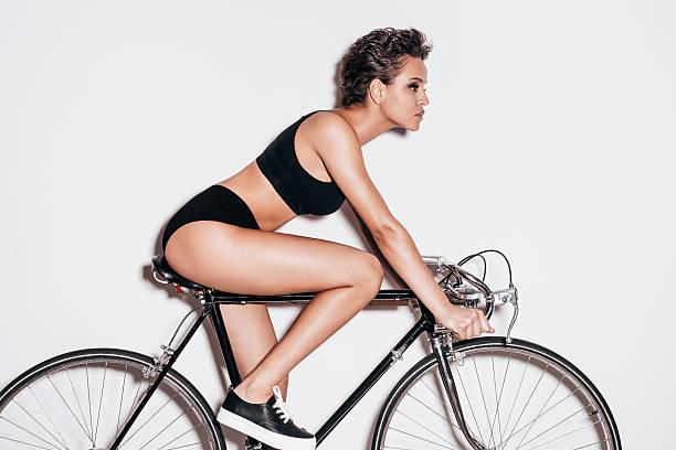 schönheit auf dem fahrrad. - hipster unterwäsche stock-fotos und bilder