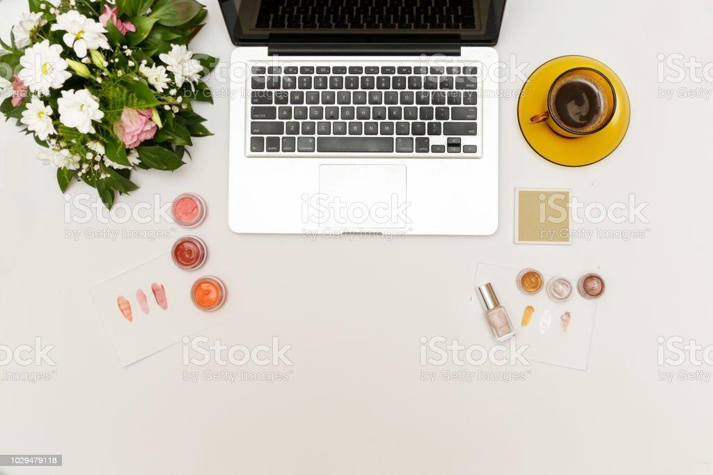 Schönheit Und Modebloggerarbeitsplatz Draufsicht Der ...