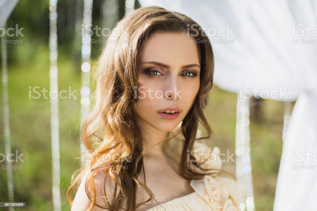Hübsche Mädchen Mit Braunen Haaren Welche Strähnen