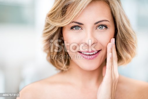 istock Beauty portrait of a woman 469757312