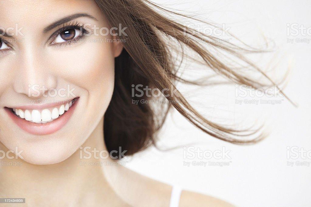 Schönheit Porträt von eine junge brunette Frau mit schönen Lächeln - Lizenzfrei 25-29 Jahre Stock-Foto