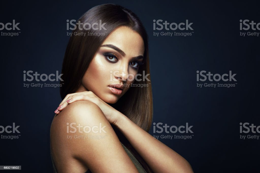 Beauty portrait of a young woman in the studio on a dark background 免版稅 stock photo