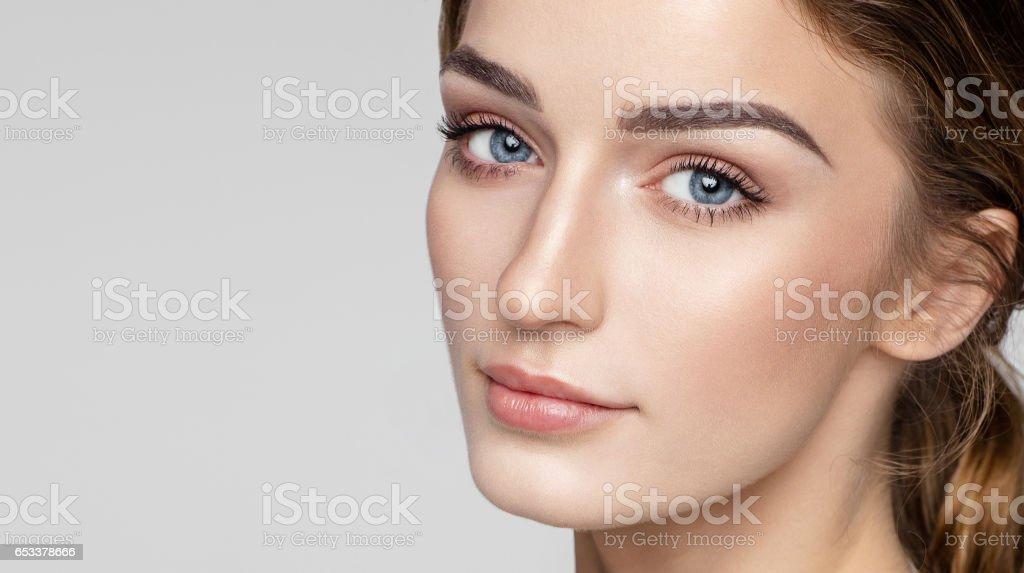 Foto De Retrato Da Beleza Do Rosto Feminino Com Pele Limpa Natural E