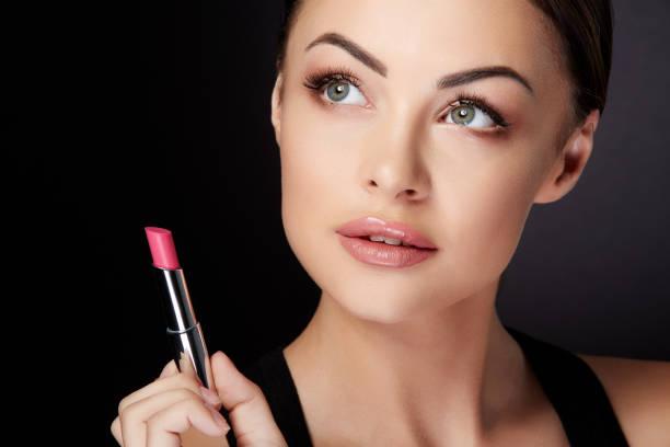 beauty portrait of model with rose lip gloss - kiss стоковые фото и изображения