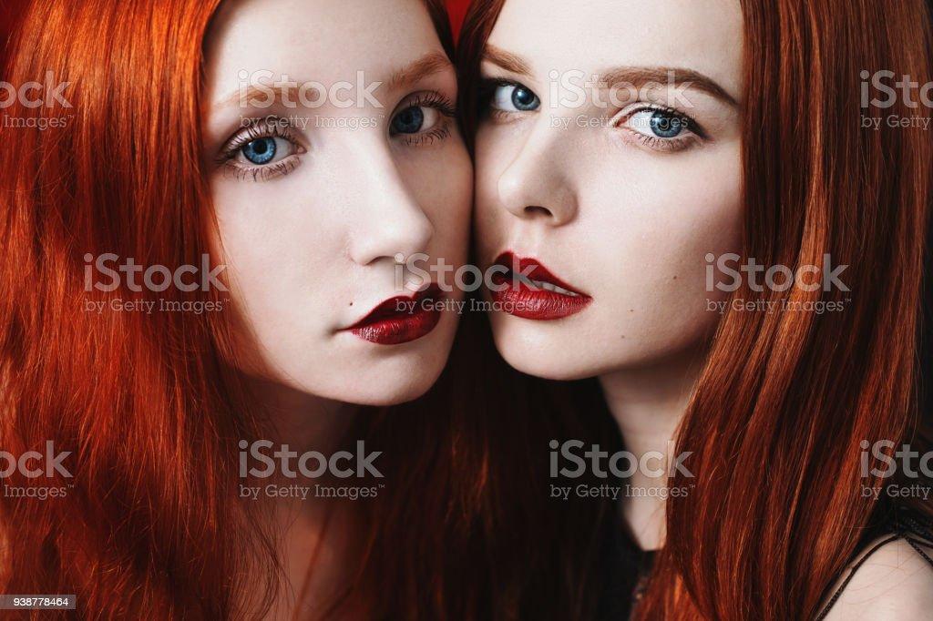 Zwei schwarze Mädchen lesbisch