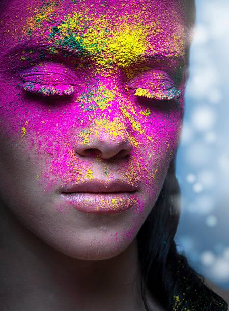 porträt schönheit powder - rosa tarnfarbe stock-fotos und bilder