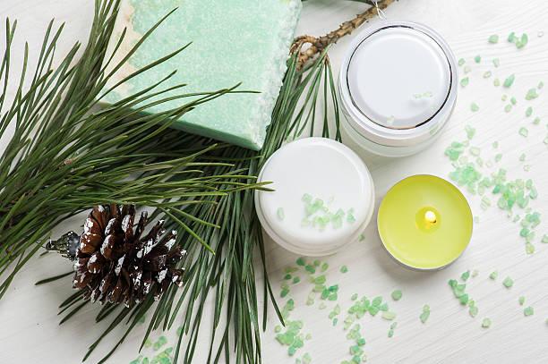 beauty products and handmade soap - gute geschenke stock-fotos und bilder