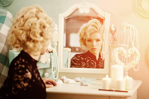 뷰티 내면이 모더레이트 여성. 아름다운 fashiona 스톡 사진