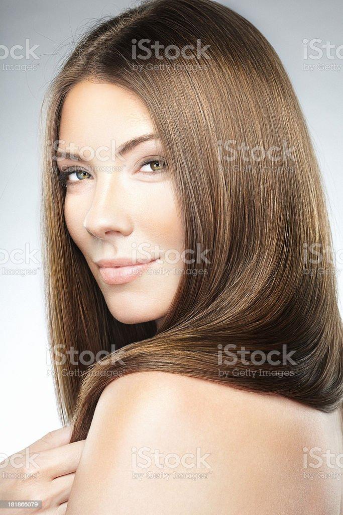 Schuss Von Schöne Junge Blonde Frau Mit Wunderschönen Langen Haaren