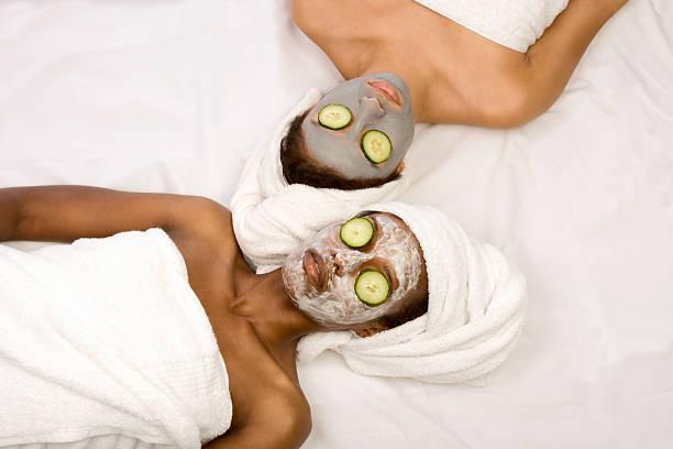 beauty-behandlung-spa - afrikanische masken stock-fotos und bilder