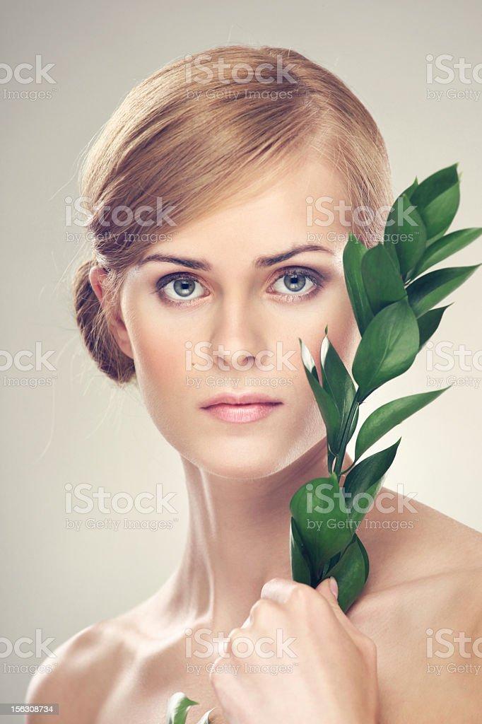 Schönheit mit grünen Blatt – Foto