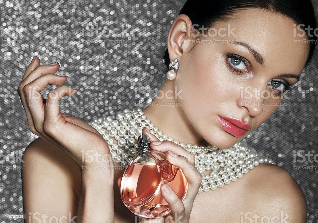 Schönheit mit Parfüm – Foto