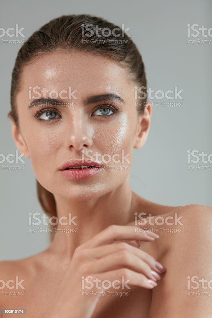 Beauty Woman Portrait. Beautiful Sexy Girl Touching Smooth Fresh...