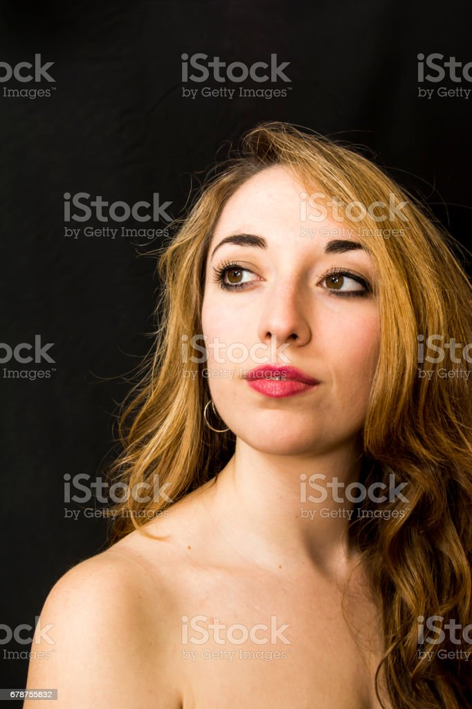 Beauty Woman Portrait over Black Background photo libre de droits