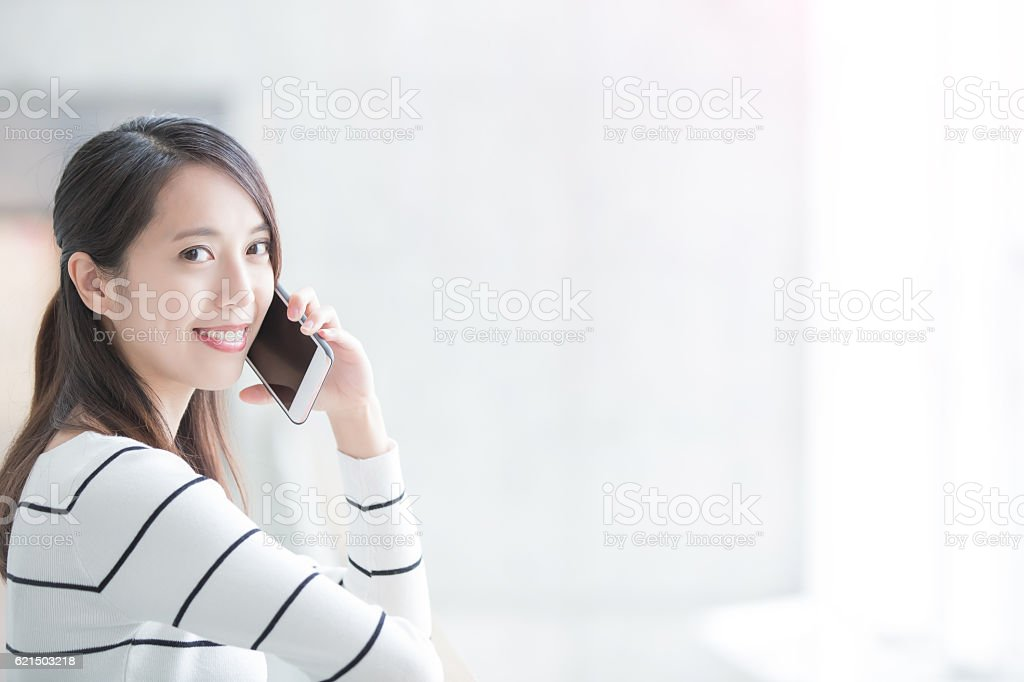 beauty woman talk on phone Lizenzfreies stock-foto