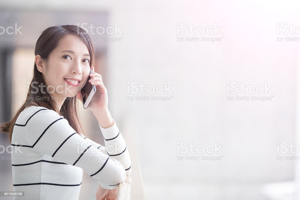 beauty woman talk on phone Lizenzfreies stock-foto