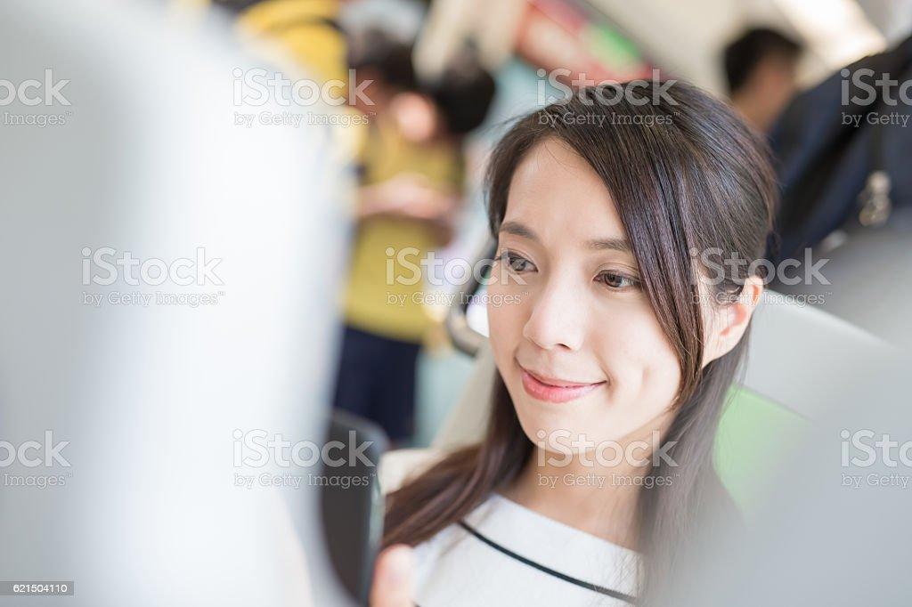 beauty woman use phone foto stock royalty-free