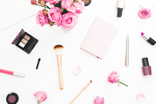 Beauty workspace with pink roses bouquet cosmetics diary on white picture id905159538?b=1&k=6&m=905159538&s=612x612&w=0&h=m 99oxsvd0pevsbue9mlieyn zsgcab lbwsiteqv10=