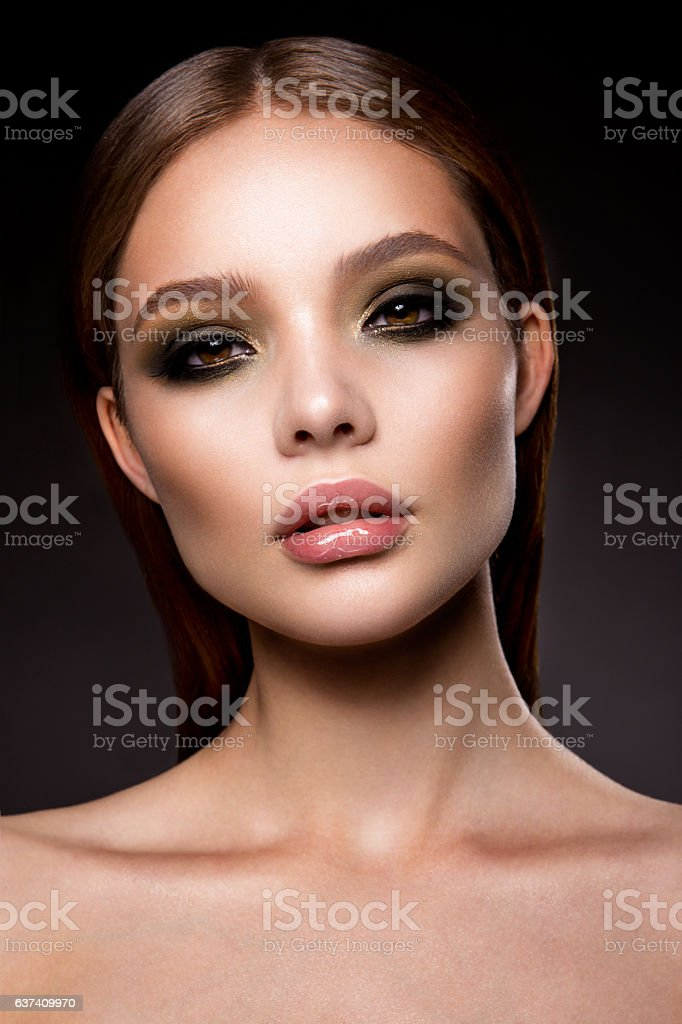 Beautyful girl with bright make up - Photo