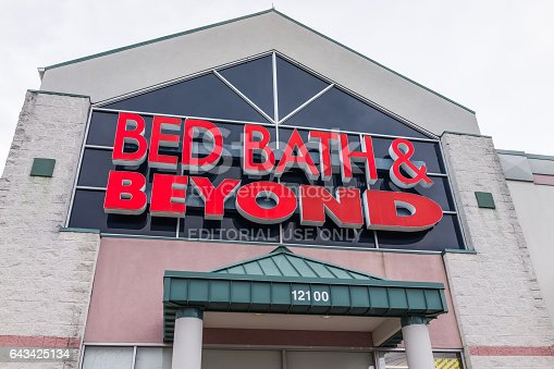 istock Bed Bath and Beyond store facade in red 643425134