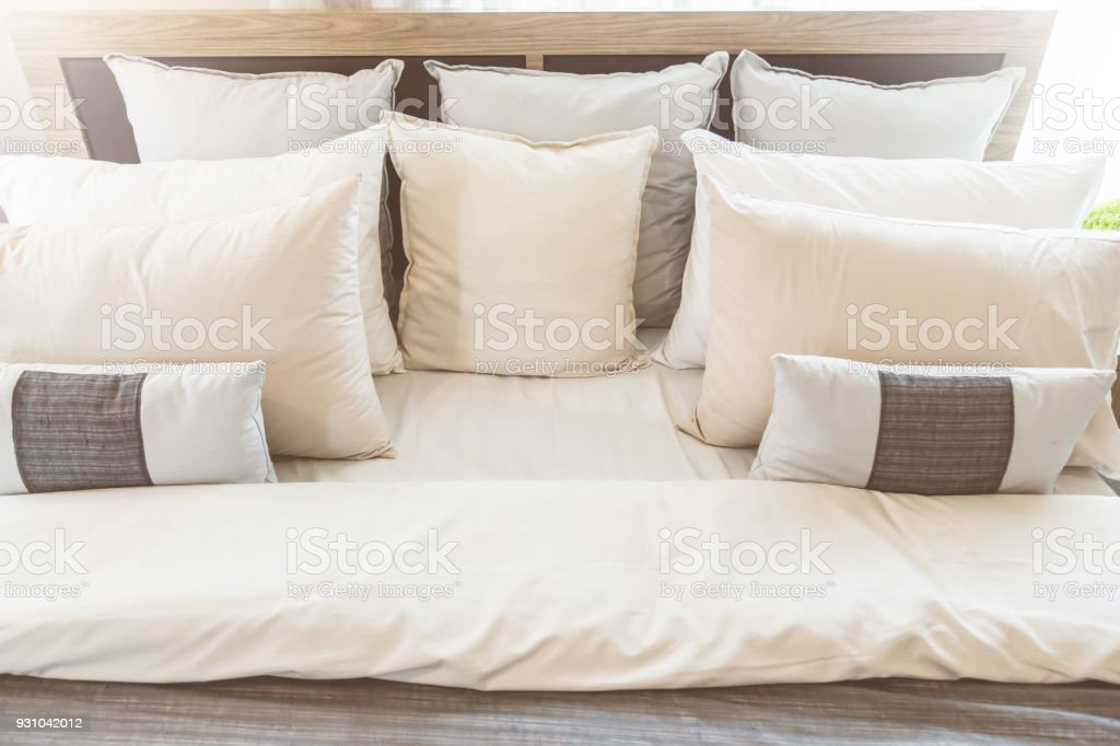 Super Bed Maidup With Clean White Pillows And Bed Sheets In Beauty Uwap Interior Chair Design Uwaporg