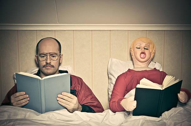 bett zeit routinen - humor bücher stock-fotos und bilder