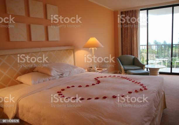 Bed with heart shaped flowers picture id951409326?b=1&k=6&m=951409326&s=612x612&h=9djb2bqex6lxn8 z4gcrua1fxnpksjg0i9wabfs3pxg=