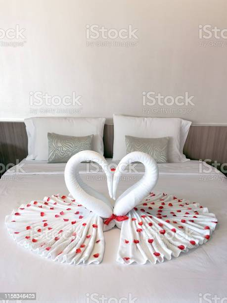 Bedroom decoration towel folded into heart shape topped around with picture id1158346423?b=1&k=6&m=1158346423&s=612x612&h=lbkxiwwiwi9ahbypgegqi4nts04qqufmyshvfxuctks=