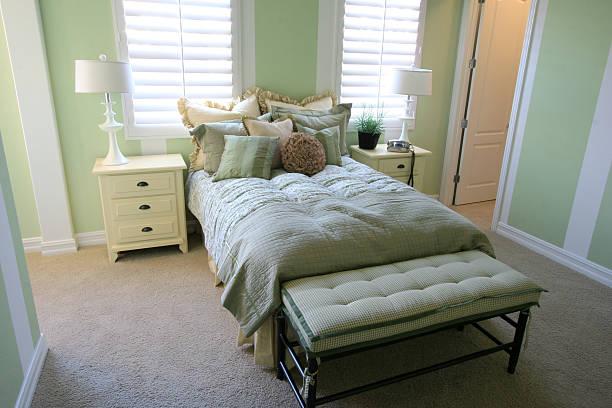 schlafzimmer im mint - französisches haus dekor stock-fotos und bilder