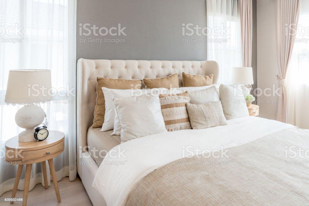 Fotografía de Dormitorio En Colores Claros Suaves Gran Cama Doble En ...