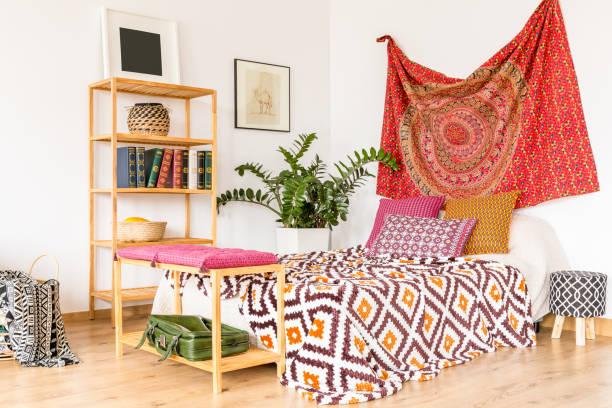 Bedroom in warm color – zdjęcie