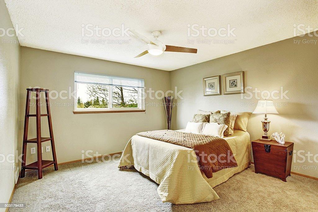 Schlafzimmer Einrichtung In Sanften Elfenbein Farben ...