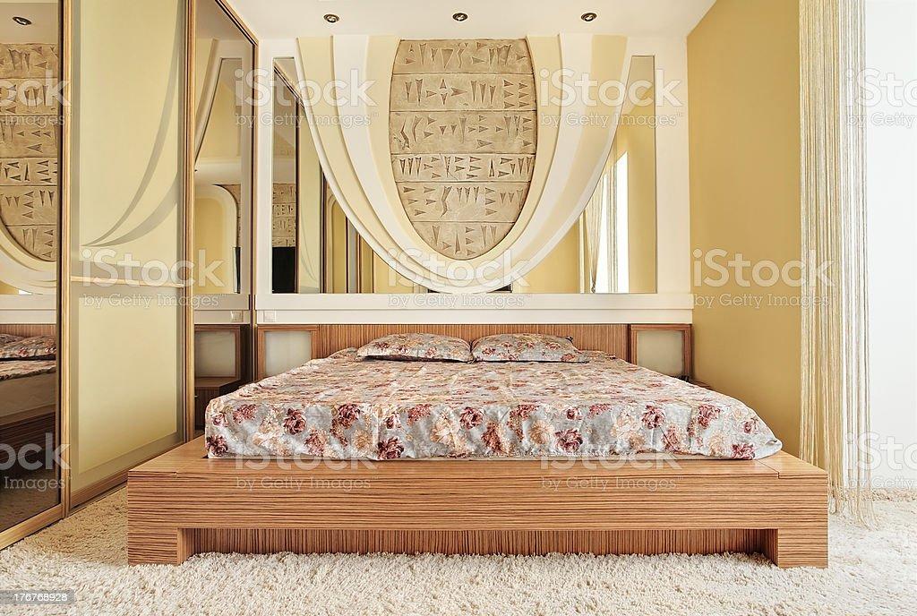Schlafzimmer Einrichtung In Warmen Farben Stockfoto und mehr ...